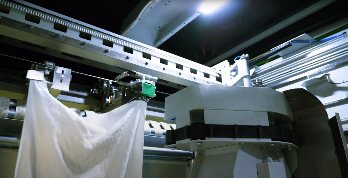 Robin le robot d'engagement automatique du linge éponge